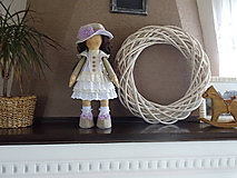 Bábiky - Béžovofialová bábika v klobúku - 9871786_