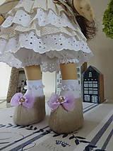 Bábiky - Béžovofialová bábika v klobúku - 9871789_