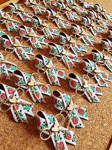 Pierka - folklórne pierko s jutovým špagátom a dreveným srdiečkom - 9871429_