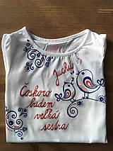 Folkové maľované tričko pre budúcu sestričku