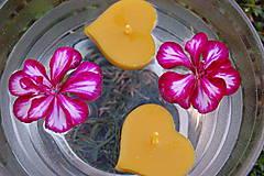 Svietidlá a sviečky - Plávajúce srdiečka - 9875446_