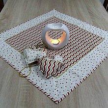 Úžitkový textil - Zlato červené hviezdičky a chevron na smotanovej -  štvorcový obrus 58x58 - 9876624_