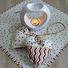 Úžitkový textil - Zlato červené hviezdičky a chevron na smotanovej - dekoračné srdiečko 13x13 - 9876633_