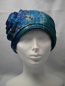 Čiapky - Modrý plstený klobúčik, špirála - 9878396_