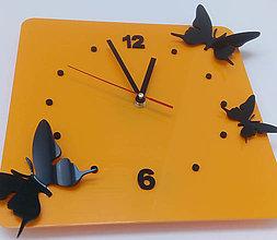 Hodiny - Hodiny na stenu plexisklo. Farba žltá, čierne motýle. Rozmer 30 x 30 cm FL-z29 - 9878945_