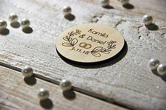 Darčeky pre svadobčanov - Drevená svadobná magnetka - 9879823_