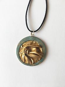 Náhrdelníky - zlatá látka v kruhu - 9880507_