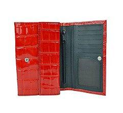 Peňaženky - Dámska lakovaná peňaženka z pravej kože, červená farba - 9881095_