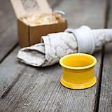 Dekorácie - Kroužek na ubrousek žlutý - 9883437_