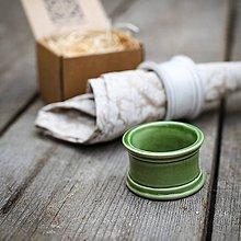 Dekorácie - Kroužek na ubrousek zelený - 9883366_