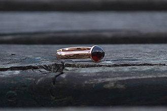 Prstene - Granát prsteň Ag 925 s Au - 9882282_