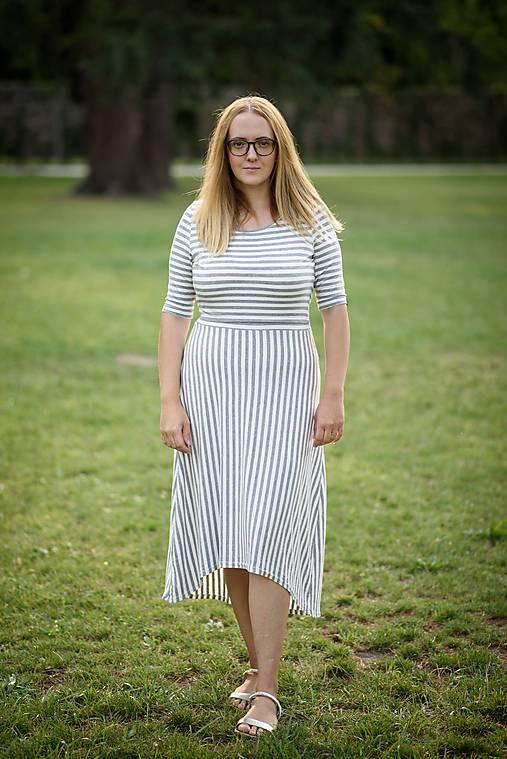 Šaty - Bambusové šaty na dojčenie Low High - sivý pásik - 9882179_