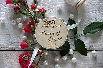 Darčeky pre svadobčanov - Drevená svadobná magnetka - 9884845_