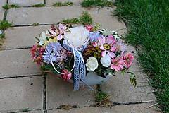 - Ružovo-sivá dekorácia s krajkou v keramike - 9885596_