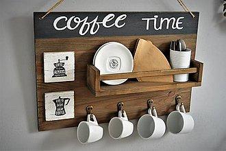 Nábytok - Vešiak s policou pre vášnivých kávičkárov - 9883550_
