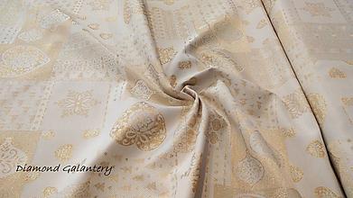 Textil - Látka pretkávaná lurexovou niťou - Vianočný patchwork srdiečka zlaté - cena za 10 cm - 9886003_