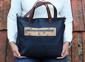 Kabelky - Modrá korková kabelka s detailom lastovičiek - 9886566_