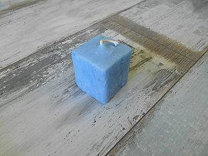 Svietidlá a sviečky - modrá vosková sviečka hand made - 9887314_