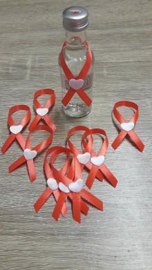 Darčeky pre svadobčanov - Pierka na mini fľasky - 9886197_