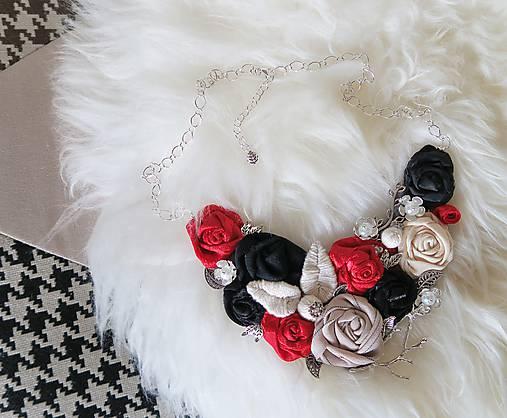 e55e3ce56 Látkový ART náhrdelník 3 - malinovo červená, čierna, béžová / Dajana ...