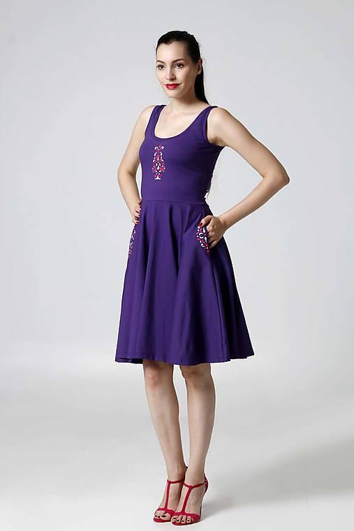 Šaty - Šaty fialové s výšivkou - 9889027_