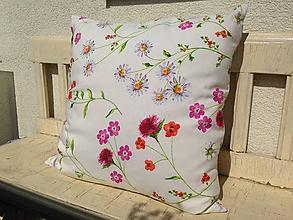 Úžitkový textil - Kvietkovaný vankúš - 9891890_