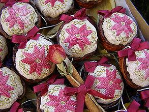 Dekorácie - oriešková bonboniéra bordó - 9893981_