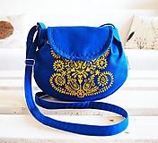 Kabelky - Maľovaná modrá kabelka s žltým folk motívom - 9894256_