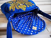 Kabelky - Maľovaná modrá kabelka s žltým folk motívom - 9894259_