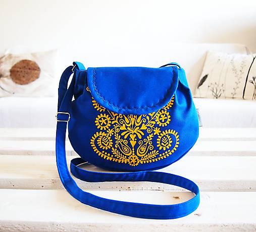 Maľovaná modrá kabelka s žltým folk motívom