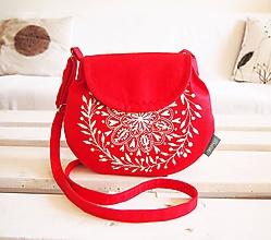 Kabelky - Maľovaná červená kabelka s bielym motívom - 9895381_
