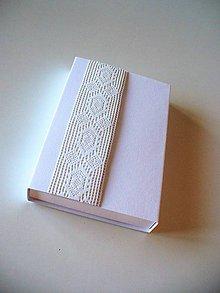 Krabičky - krabička s magnet. zatváraním a širokou krajkou - 9892716_