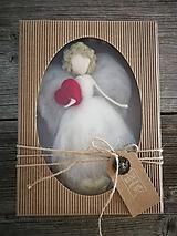 - Anjelik so srdiečkom v darčekovom baleni  - 9897223_