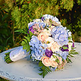 Svadobná kytica z modrých hortenzií