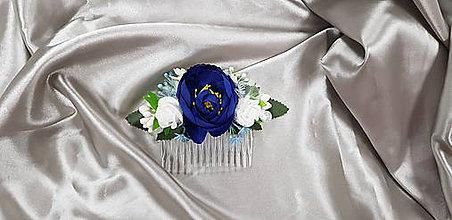 Ozdoby do vlasov - Bielo-modrý kvetinový hrebeň do vlasov - 9896987_