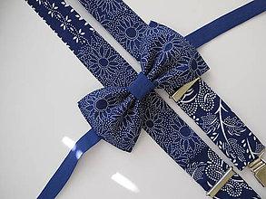 Doplnky - Pánsky motýlik a traky- set v modrom vzorovaný - 9901281_