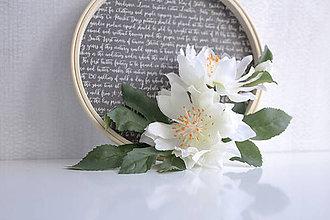 Dekorácie - Kvetinový veniec malý ,,clematis,, - 9901924_