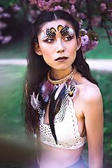 Náhrdelníky - Bohémsky náhrdelník z peria a eko kože - 9900465_