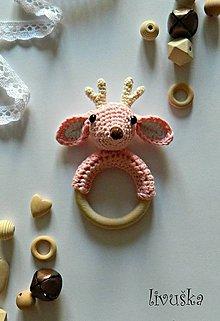 Hračky - Háčkovaná hrkálka jelenček- ružová - 9903292_