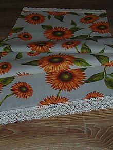 Úžitkový textil - Slnečnicový obrus s krajkou - 9904779_
