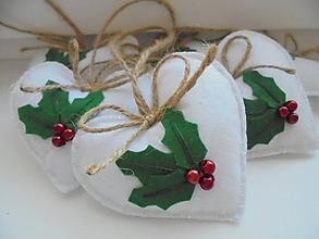 Dekorácie - Vianočné srdiečka s cezmínou - 9903631_