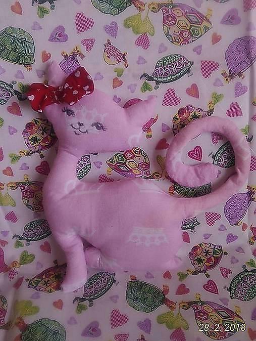 pic ružová mačička Lesbičky lízanie mačička a prsia
