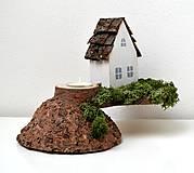- Drevený svietnik s domčekom - 9906418_
