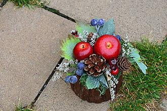 Dekorácie - Jesenná dekorácia s jablkami a hroznom v kôre - 9906434_