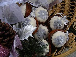 Dekorácie - oriešková bonboniéra ... ľadová - 9907833_