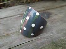 Prstene - Drevený prsteň s bielymi bodkami - 9910522_