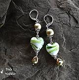 Smotanovo zelené sklenené srdcia - náušnice, striebro