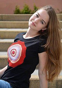 Tričká - triko s háčkovanou aplikací - 9909904_
