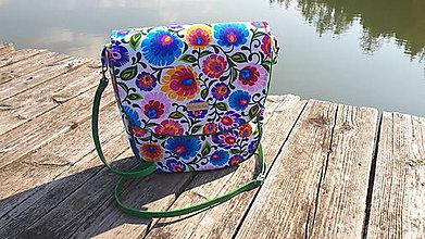 Veľké tašky -   Crossbody Folk kabelka (biela-zelený lem) - 9913656_
