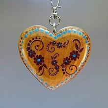 Iné šperky - Drevený prívesok na kabelku – Srdce Folkový motív hnedý - 9911710_